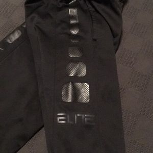Nike Bottoms - NWT Boys Nike Elite dry fit sweatpants